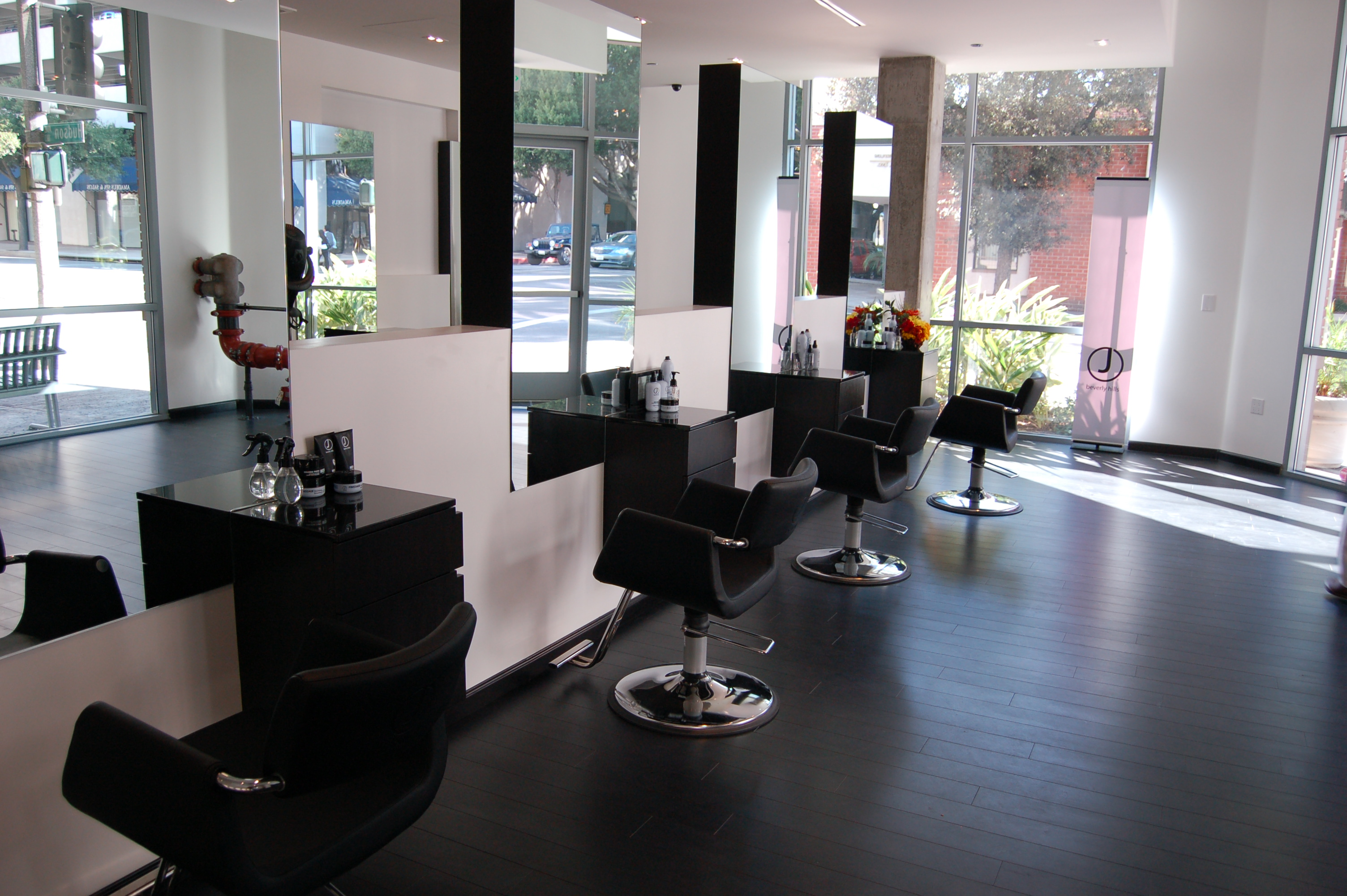 Salon : What To Look For When Stepping Into A Hair Salon - Social East